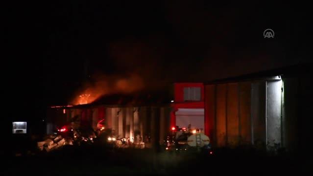 Son dakika haberi! KAHRAMANMARAŞ - Tekstil fabrikasının deposunda yangın çıktı (2)