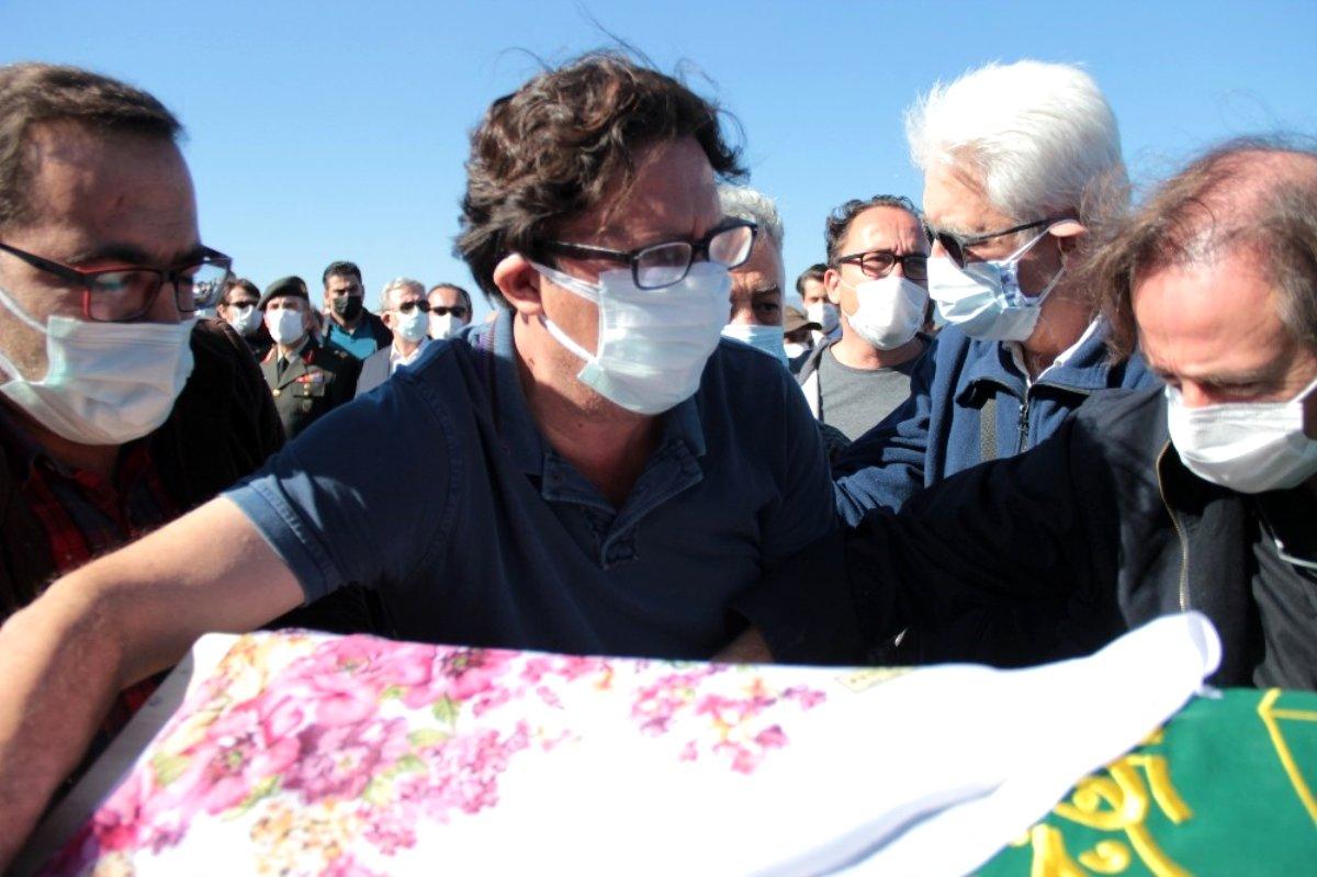 Son dakika haberleri | İzmir'de depremde vefat eden aynı aileden 3 kişi toprağa verildi