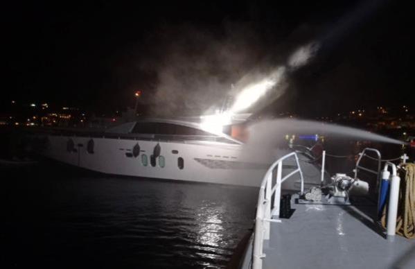 Son dakika haberleri! Yangın çıkan teknedeki 3 kişi kurtarıldı