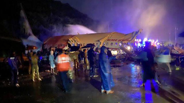 Son Dakika: Hindistan Havayolları'na ait 191 yolculu uçak iniş sırasında düştü, 15 kişi öldü 123 yaralı var