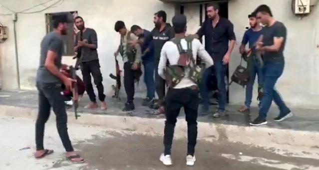 Suriye'de YPG'li teröristlerin sivil kıyafet oyunu kameraya yansıdı