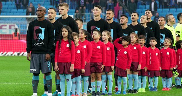 Trabzonspor-Alanyaspor maçından önce Atatürk'ün en sevdiği türkü çalındı!