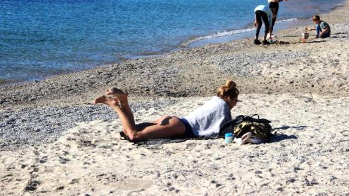 Türkiye'nin yüksek kesimlerinde kara kış yaşanırken, Bodrum sahillerinde deniz keyfi yapılıyor