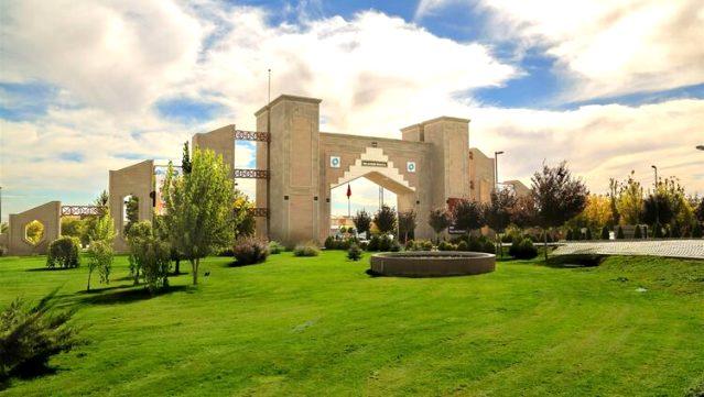 Ülkelerine dönemeyen yabancı öğrencilere üniversitede çalışma imkanı