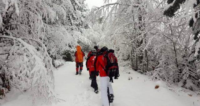 Uludağ'da kaybolan dağcıları ararken kaybolan 4 kişilik AKUT ekibi bulundu