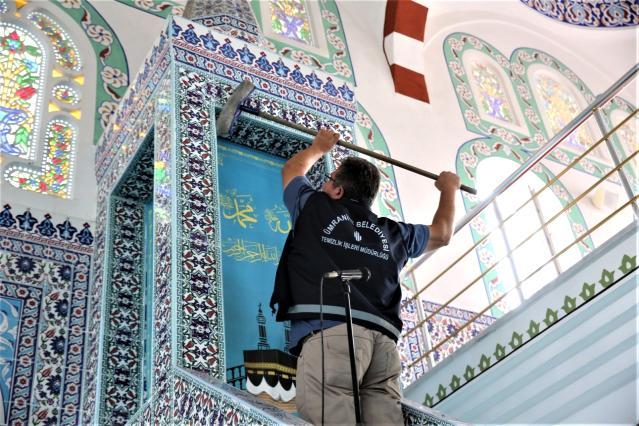 Ümraniye'de ibadethaneler Ramazan'a hazır